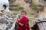 Jeune fille dans un temple